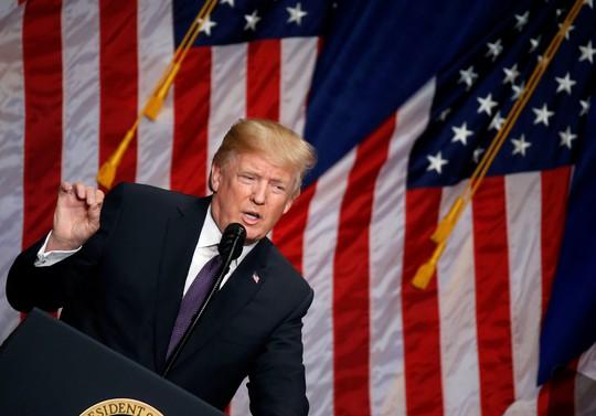 Ông Donald Trump phát biểu tại tòa nhà Ronald Reagan ở Washington. Ảnh: Reuters