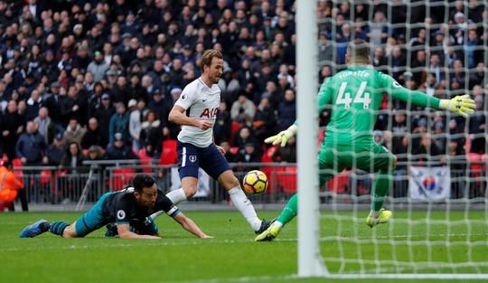 Kane tỏa sáng, Tottenham thắng tưng bừng Ngày Tặng quà - Ảnh 2.