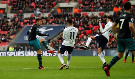 Kane tỏa sáng, Tottenham thắng tưng bừng Ngày Tặng quà - Ảnh 3.