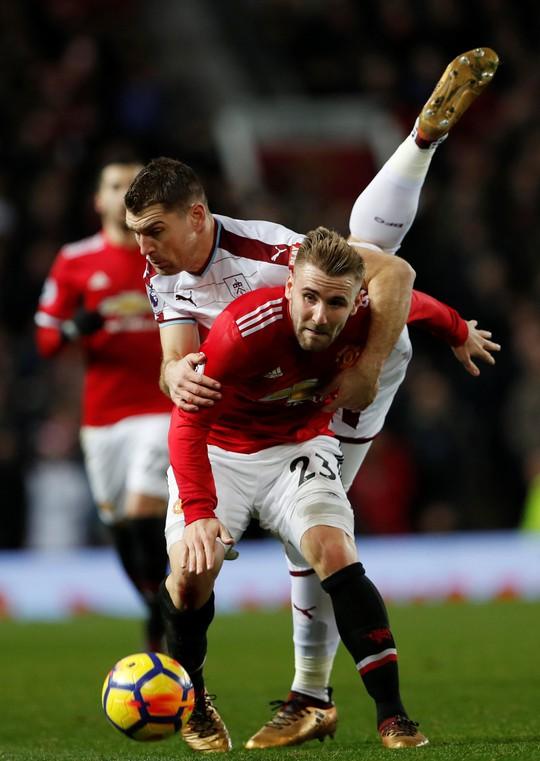 Lại mất điểm, Mourinho đá xoáy lãnh đạo M.U - Ảnh 7.