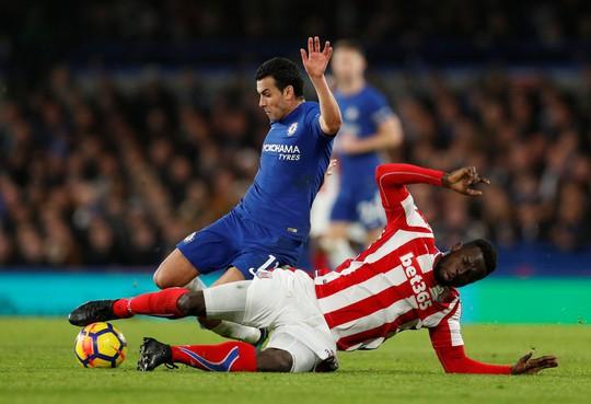 Quỷ đỏ hụt hơi, Chelsea lên nhì bảng - Ảnh 6.