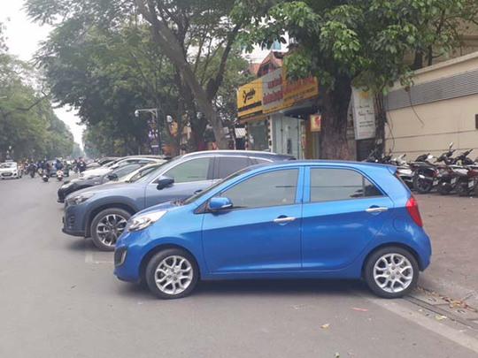 Một điểm đỗ xe qua điện thoại tại phố Lý Thường Kiệt