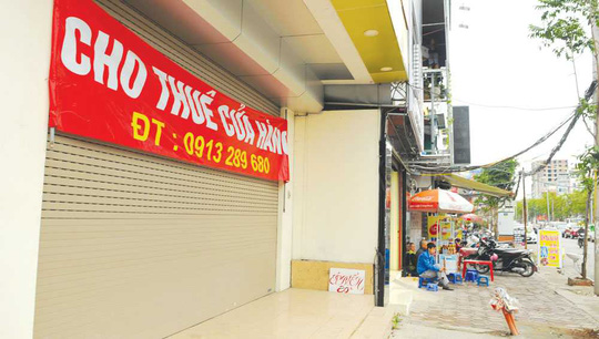 Một cửa hàng trên phố Thái Hà giăng biển cho thuê mặt bằng. Ảnh: Phạm Hùng