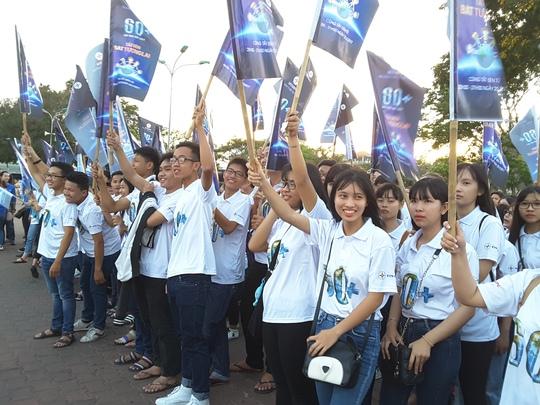 Đoàn viên, thanh niên tham gia tuần hành hưởng ứng Giờ Trái đất