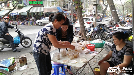 Tết Hàn thực, người bán bánh trôi, bánh chay trúng đậm.