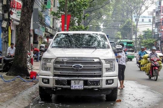 Hầu hết xe bán tải đăng ký biển như ô tô con tại Việt Nam đều là xe nhập khẩu tư nhân, đắt tiền