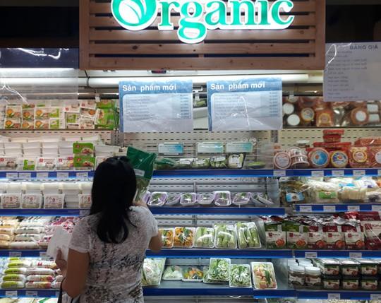 Đắt gấp 2-3 lần, rau hữu cơ vẫn mù mờ chất lượng - Ảnh 2.