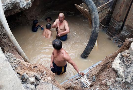 Hố tử thần xuất hiện trên đường Đồng Khởi - Ảnh 2.