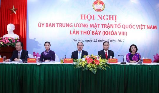 Ông Trần Thanh Mẫn làm Chủ tịch MTTQ Việt Nam thay ông Nguyễn Thiện Nhân - Ảnh 2.