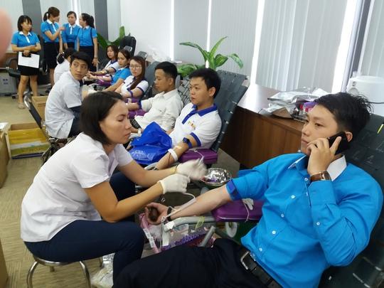 300 nhân viên VietBank tình nguyện hiến máu - Ảnh 2.