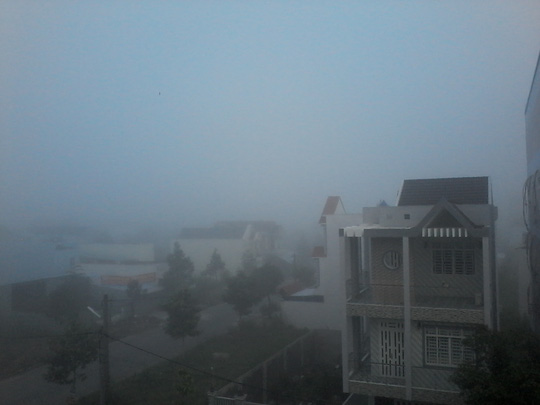 """Hiện tượng lạ: Sương mù như muốn… """"nuốt chửng"""" Cần Thơ - Ảnh 3."""