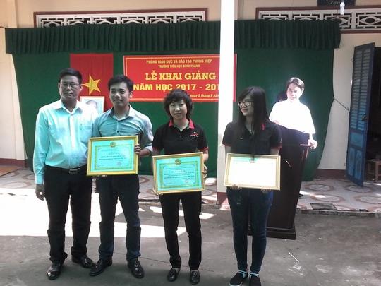Báo Người Lao Động tặng 800 phần quà cho HS nghèo ĐBSCL - Ảnh 13.