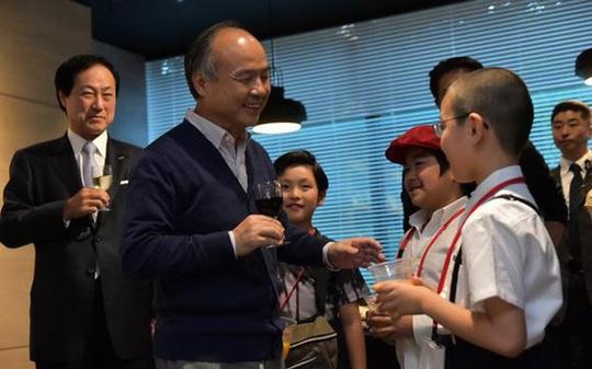 Tỷ phú Nhật đầu tư vào 96 tài năng trẻ để họ thay đổi thế giới - Ảnh 1.