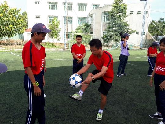 Một buổi làm thầy đáng nhớ của tuyển thủ Quang Hải - Ảnh 4.