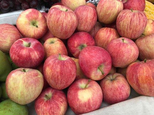 5 loại táo Trung Quốc đang bán đầy chợ Việt, người mua dễ nhầm lẫn - Ảnh 1.