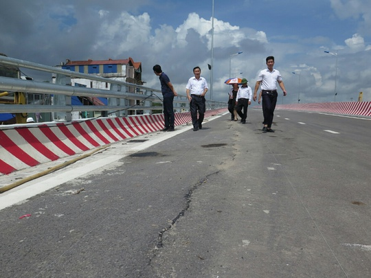 Cầu vượt dự án 1.310 tỉ bị nứt: Nhà thầu chịu hoàn toàn trách nhiệm - Ảnh 2.