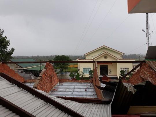 Lâm Đồng: 2 người chết, nhiều nơi bị cô lập do bão - Ảnh 13.