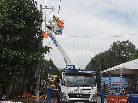 Điện lực miền Nam ra mắt nhiều đội thi công sửa chữa điện Hotline - Ảnh 3.