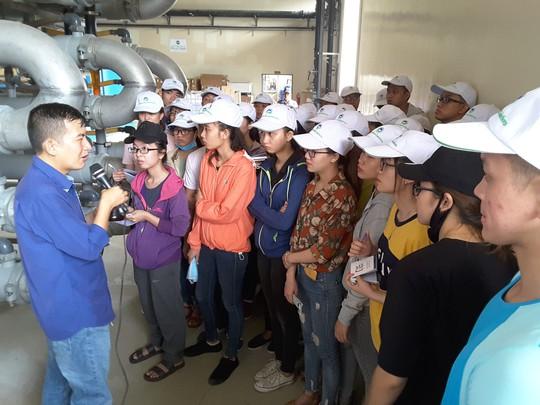 Sinh viên ngành môi trường tham quan khu Đa Phước - Ảnh 1.