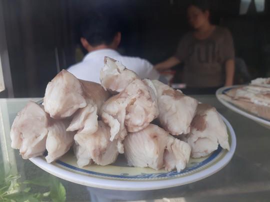 Xuyên Sài Gòn ăn cho được bún nước lèo Trà Vinh - Ảnh 3.