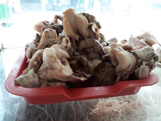 Xuyên Sài Gòn ăn cho được bún nước lèo Trà Vinh - Ảnh 1.