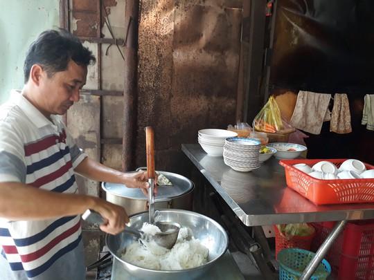 Xuyên Sài Gòn ăn cho được bún nước lèo Trà Vinh - Ảnh 4.