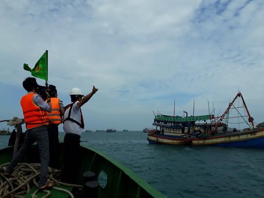 Côn Đảo, Cần Giờ: Nghỉ học, ngừng chợ, di dân chống bão số 16 - Ảnh 1.