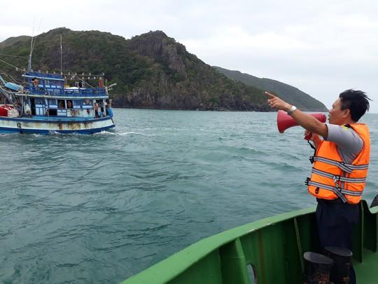 Côn Đảo, Cần Giờ: Nghỉ học, ngừng chợ, di dân chống bão số 16 - Ảnh 8.