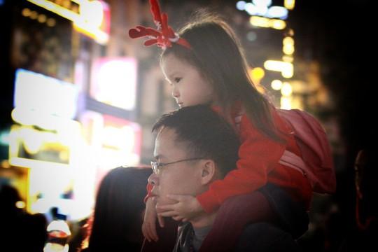 Hà Nội: Mọi đường đến Nhà thờ Lớn tắc nghẽn đêm Noel - Ảnh 13.