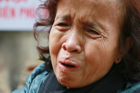 Cận cảnh ngày giỗ chung của 287 người bị bom B-52 sát hại ở Khâm Thiên - Ảnh 6.