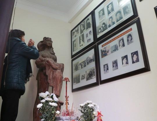 Cận cảnh ngày giỗ chung của 287 người bị bom B-52 sát hại ở Khâm Thiên - Ảnh 11.