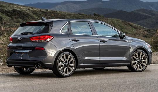 Xe gia đình Hyundai Elantra GT 2018 có giá 460 triệu đồng - Ảnh 2.