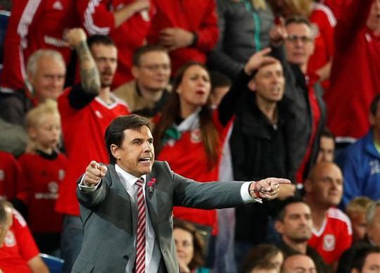 Bale và đồng đội chết lặng khi mất vé dự World Cup - Ảnh 8.