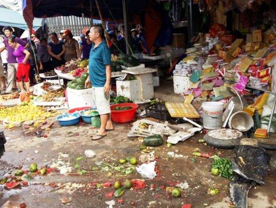 Xe biển xanh lao vào chợ, 1 người chết, 3 người bị thương - Ảnh 1.