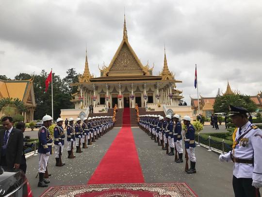Trang trọng lễ đón Tổng Bí thư tại Hoàng cung Campuchia - Ảnh 14.