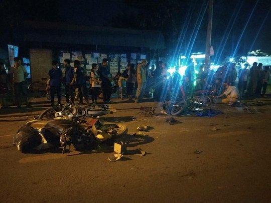"""""""Xế hộp"""" tông 12 ô tô, xe máy, 1 người chết, nhiều người bị thương - Ảnh 2."""