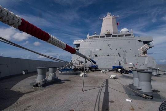 Tàu chiến Mỹ cập Cảng quốc tế Cam Ranh - Ảnh 2.