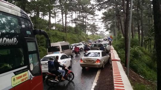 Tai nạn liên hoàn trên đèo Prenn Đà Lạt - Ảnh 4.