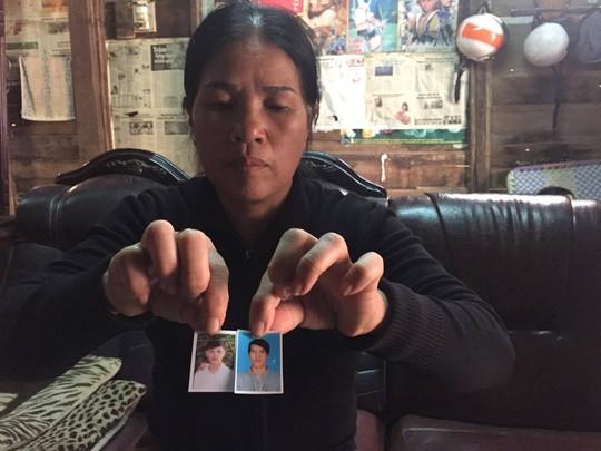 Người mẹ lo lắng vì 2 con trai mất liên lạc nhiều ngày - Ảnh 1.