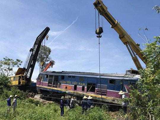Vụ lật tàu SE3 ở Quảng Bình: Tạm giữ tài xế máy xúc để điều tra - Ảnh 1.