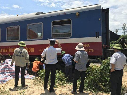 Vụ lật tàu SE3 ở Quảng Bình: Tạm giữ tài xế máy xúc để điều tra - Ảnh 2.