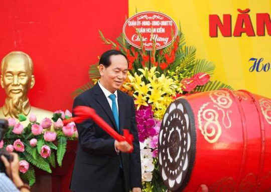 Chủ tịch nước Trần Đại Quang tươi cười chào mừng học sinh - Ảnh 2.