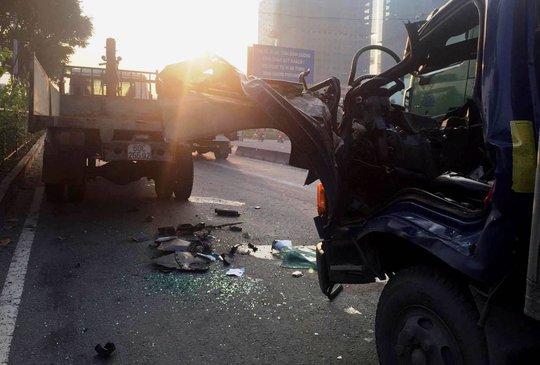 Tai nạn nghiêm trọng gần cầu vượt Sóng Thần - Ảnh 2.