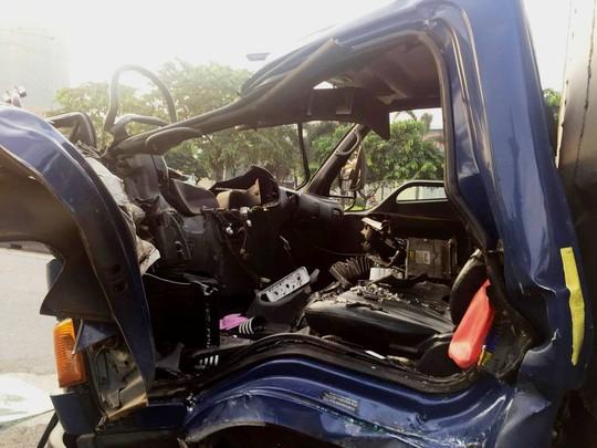 Tai nạn nghiêm trọng gần cầu vượt Sóng Thần - Ảnh 4.