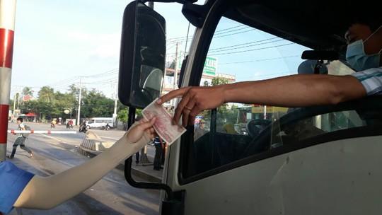 Tài xế đồng loạt dùng tiền lẻ, BOT Biên Hòa phải xả trạm - Ảnh 9.