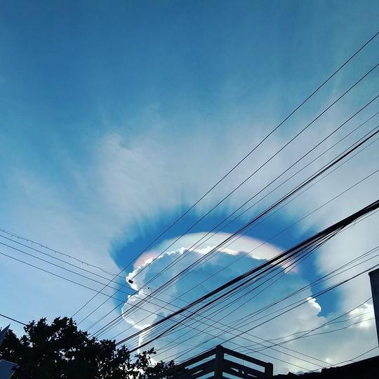 Vầng hào quang kỳ lạ trên bầu trời Đắk Lắk - Ảnh 2.