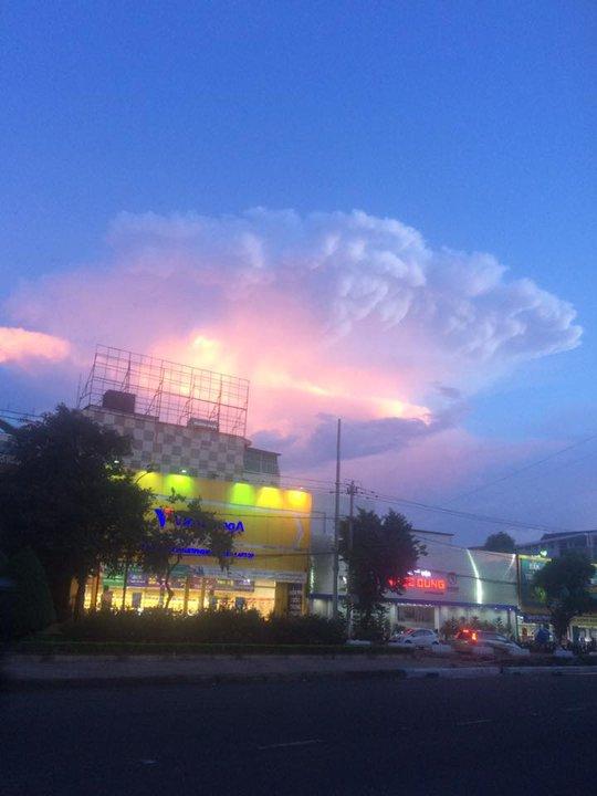 Vầng hào quang kỳ lạ trên bầu trời Đắk Lắk - Ảnh 7.
