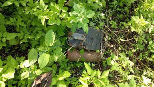 Vật liệu nổ gắn ở hội trường thôn là mìn tự chế - Ảnh 1.