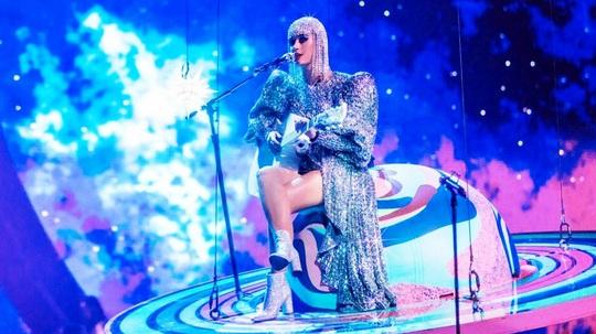 Katy Perry chọn trang phục của Công Trí cho sô diễn - Ảnh 2.