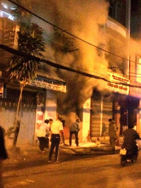 Giận nhau, đốt cửa hàng thời trang của người tình - Ảnh 3.